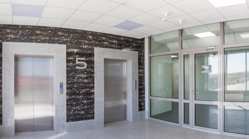 лифты в бизнес-центре фото - аренда помещений под офис