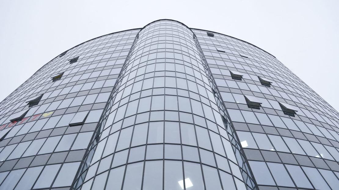 фасад здания бизнес-центра в московском районе